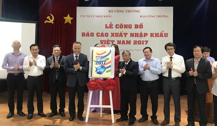ประกาศรายงานผลการส่งออกนำเข้าของเวียดนามปี 2017 - ảnh 1