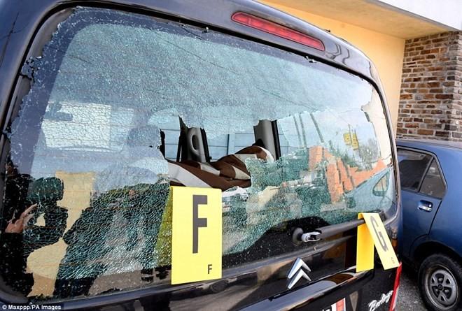 ตำรวจฝรั่งเศสยิงผู้ต้องสงสัยก่อเหตุจับตัวประกันในเมืองเทรบส์ เสียชีวิต - ảnh 1