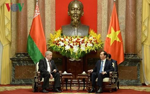 ประธานประเทศเจิ่นด่ายกวางให้การต้อนรับรองนายกรัฐมนตรีเบลารุส - ảnh 1