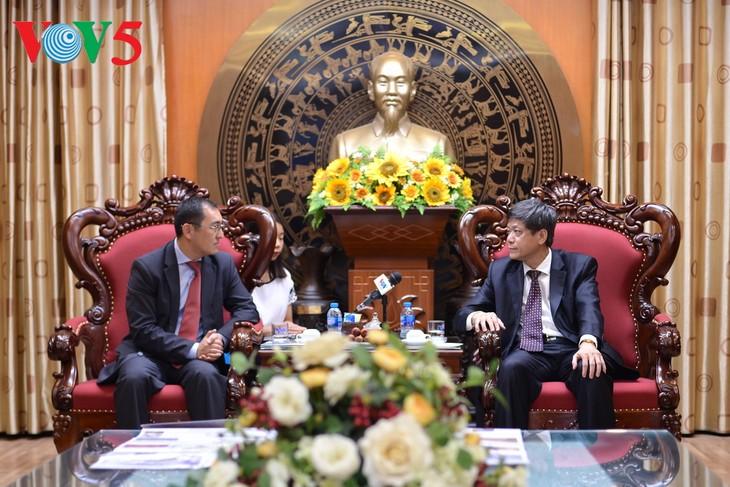 กระชับความร่วมมือด้านสื่อมวลชนระหว่างเวียดนามกับคาซัคสถาน - ảnh 1