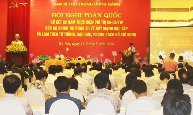 การประชุมสรุป2ปีการปฏิบัติมติเกี่ยวกับการผลักดันการศึกษาและปฏิบัติตามแนวคิดของประธานโฮจิมินห์ - ảnh 1