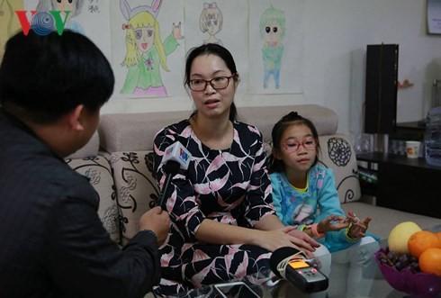 สะไภ้เวียดนามในมณฑลกวางสีอนุรักษ์ภาษาแม่ - ảnh 1