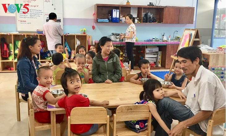 โรงเรียนอนุบาลมาตรฐานสากลสำหรับบุตรของกรรมกรในนครดานัง - ảnh 2