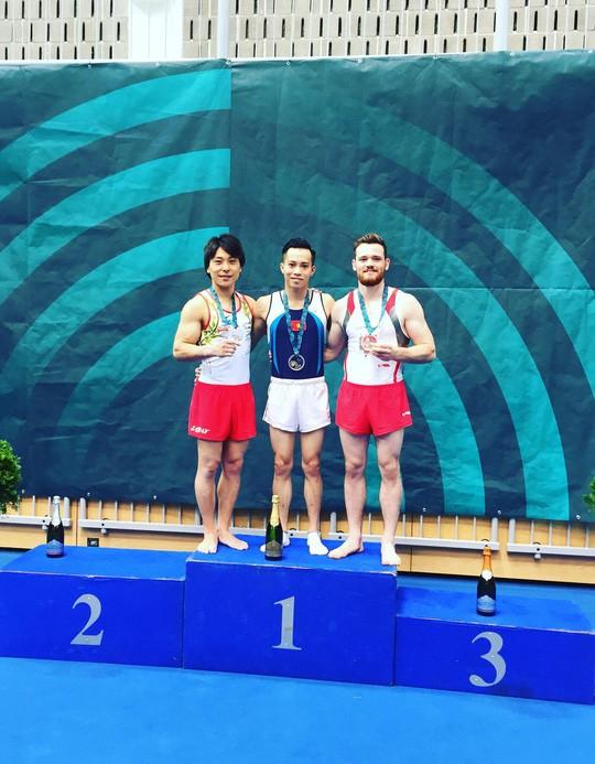 ทีมนักกีฬายิมนาสติกเวียดนามคว้า 2 เหรียญทองในการแข่งขัน World Challenge Cup ART - ảnh 1