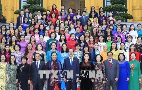 ประธานประเทศพบปะกับกลุ่มส.ส.สตรีสภาแห่งชาติสมัยที่ 14 - ảnh 1