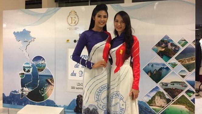นักศึกษาเวียดนามในฝรั่งเศสกับแสตมป์เกี่ยวกับทะเลและเกาะแก่ง - ảnh 1