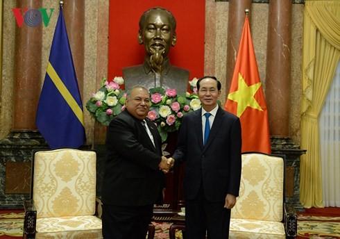 ประธานประเทศเจิ่นด่ายกวางให้การต้อนรับประธานาธิบดีประเทศนาอูรู - ảnh 1