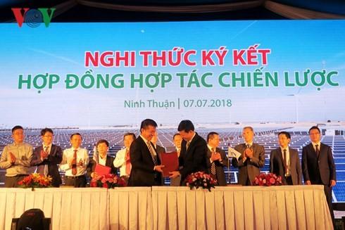 พิธีวางศิลาฤกษ์ก่อสร้างโรงไฟฟ้าพลังงานแสงอาทิตย์ที่ใหญ่ที่สุดในเวียดนาม - ảnh 1