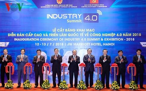 นายกรัฐมนตรีเหงวียนซวนฟุกเข้าร่วมฟอรั่มระดับสูงและงานนิทรรศการเกี่ยวกับอุตสาหกรรม4.0 - ảnh 1