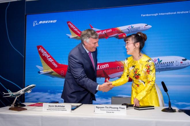 สายการบิน Vietjet ลงนามสัญญาซื้อเครื่องบินโดยสารโบอิ้ง 100 ลำและเครื่องบินแอร์บัส 50 ลำ  - ảnh 1