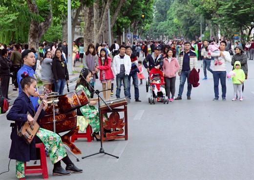 ค้นคว้าบรรยากาศแห่งดนตรีพื้นเมืองย่านถนนโบราณ 36 สายในกรุงฮานอย - ảnh 2
