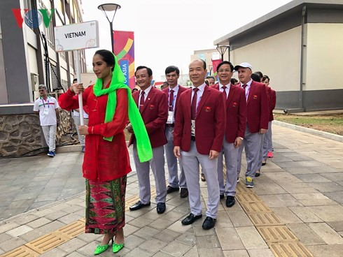 พิธีเชิญธงเวียดนามขึ้นสู่สอดเสาในงานมหกรรมแข่งขันกีฬาเอเชียนเกมส์ 2018 - ảnh 1