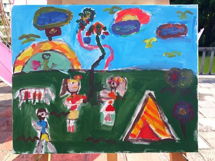 การประกวดวาดภาพสีอะคริลิก – กิจกรรมที่น่าสนใจในช่วงพักร้อนของเด็กนักเรียนในกรุงฮานอย - ảnh 4