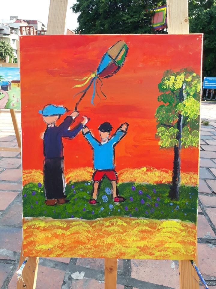 การประกวดวาดภาพสีอะคริลิก – กิจกรรมที่น่าสนใจในช่วงพักร้อนของเด็กนักเรียนในกรุงฮานอย - ảnh 6