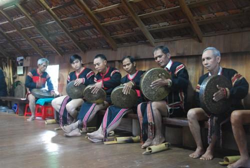 อนุรักษ์ดนตรีพื้นเมืองของชนกลุ่มน้อยเผ่าต่างๆในเวียดนาม - ảnh 1