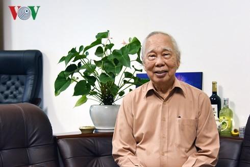 """นักข่าวฟานกวางกับหนังสือเรื่อง """"ฟานกวาง – 90ปีของชีวิตและ70ปีของการเป็นนักข่าว"""" - ảnh 1"""