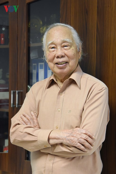 """นักข่าวฟานกวางกับหนังสือเรื่อง """"ฟานกวาง – 90ปีของชีวิตและ70ปีของการเป็นนักข่าว"""" - ảnh 3"""