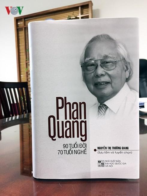 """นักข่าวฟานกวางกับหนังสือเรื่อง """"ฟานกวาง – 90ปีของชีวิตและ70ปีของการเป็นนักข่าว"""" - ảnh 2"""