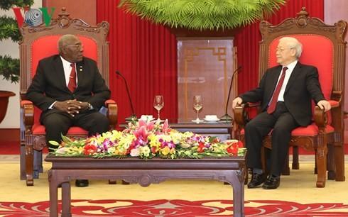 เลขาธิการใหญ่พรรคฯเหงวียนฟู้จ่องให้การต้อนรับรองประธานคนที่หนึ่งสภาแห่งรัฐและสภารัฐมนตรีคิวบา - ảnh 1
