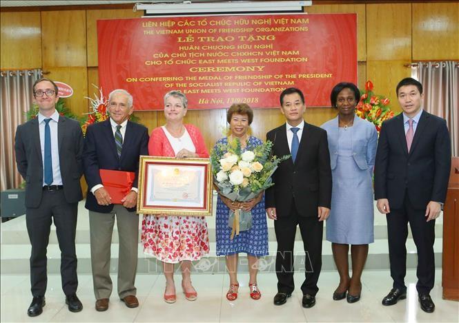 EMWF สนับสนุนเวียดนามในการแก้ปัญหาความยากจนและการพัฒนาเศรษฐกิจสังคม - ảnh 1
