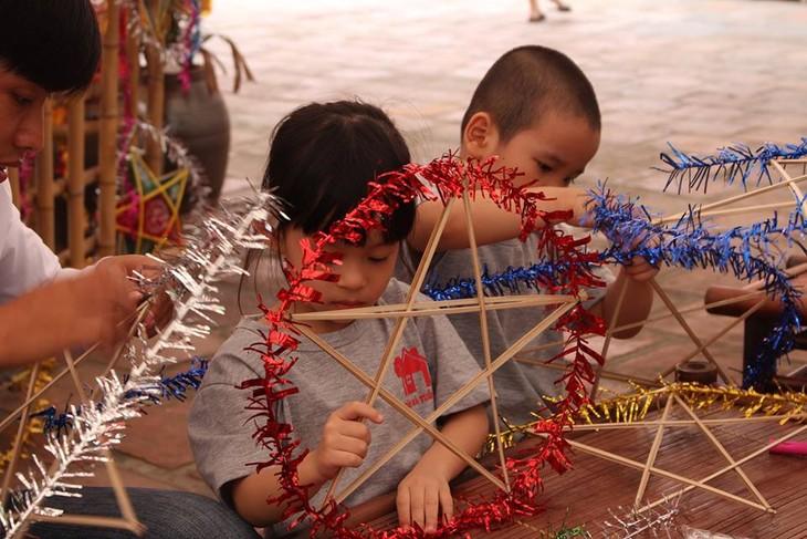 กิจกรรมต้อนรับเทศกาลไหว้พระจันทร์ ที่ สระวัน มีส่วนร่วมอนุรักษ์เอกลักษณ์วัฒนธรรมของเทศกาลไหว้พระจันทร์ในกรุงฮานอย - ảnh 5