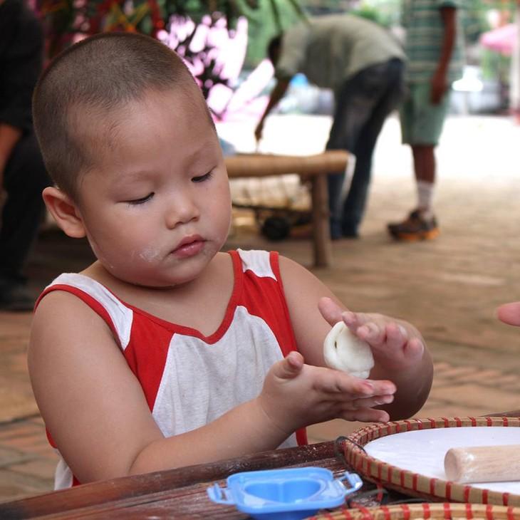 กิจกรรมต้อนรับเทศกาลไหว้พระจันทร์ ที่ สระวัน มีส่วนร่วมอนุรักษ์เอกลักษณ์วัฒนธรรมของเทศกาลไหว้พระจันทร์ในกรุงฮานอย - ảnh 2