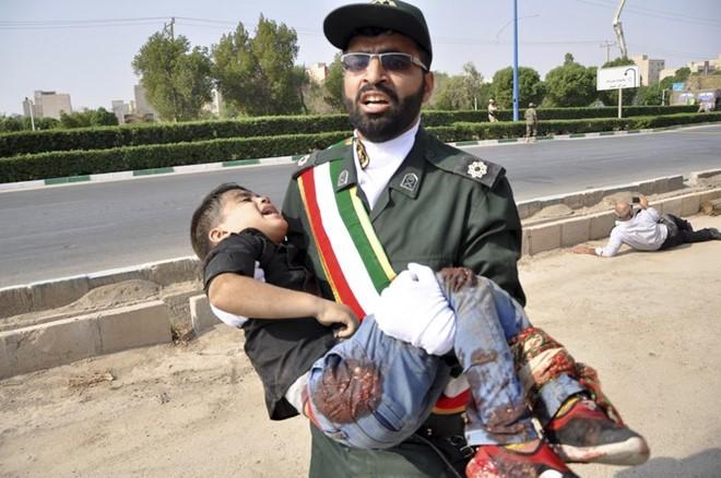 ข่าวเหตุโจมตีในงานพาเหรด ที่  เมือง Ahvaz ประเทศ อิหร่าน - ảnh 1