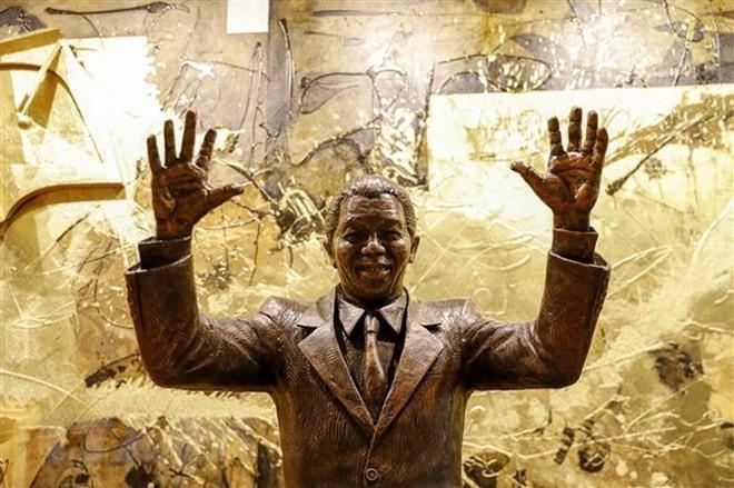 เปิดตัวรูปปั้นประธานาธิบดีแอฟริกาใต้ เนลสัน แมนเดลา ณ สำนักงานใหญ่สหประชาชาติ - ảnh 1
