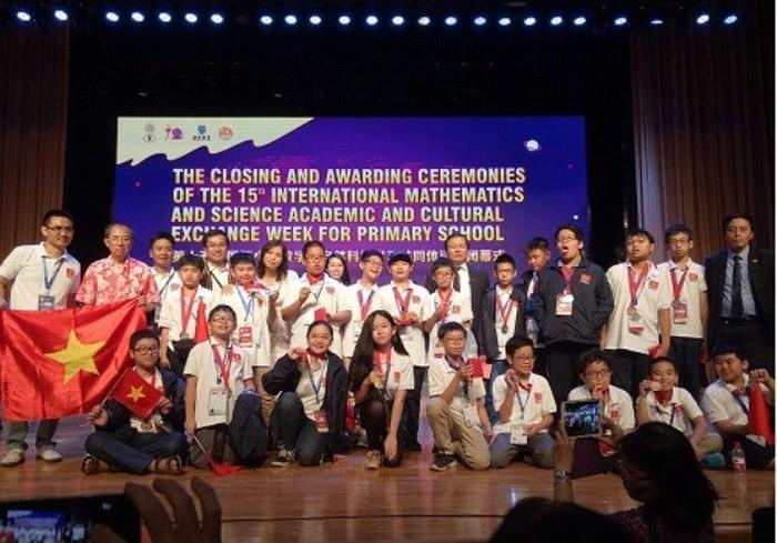 นักเรียนเวียดนามคว้า 8 เหรียญทองในการแข่งขันคณิตศาสตร์และวิทยาศาสตร์โอลิมปิกระหว่างประเทศ ปี 2018 - ảnh 1