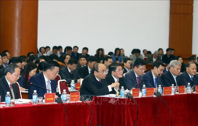 นายกรัฐมนตรีเหงวียนซวนฟุกเข้าร่วมการประชุมสรุปผลการปฏิบัติงานของหน่วยงานการเงิน - ảnh 1
