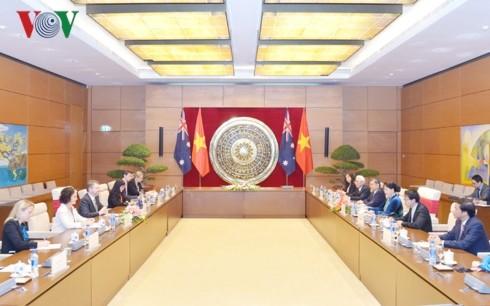 ประธานสภาแห่งชาติเวียดนามเจรจากับประธานวุฒิสภาออสเตรเลีย - ảnh 1