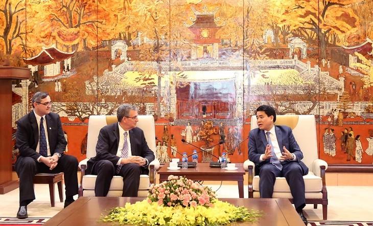 ประธานคณะกรรมการประชาชนกรุงฮานอยให้การต้อนรับนาย Evan F.David หัวหน้าศาสนจักรของพระเยซูคริสต์แห่งวิสุทธิชนยุคสุดท้ายในเอเชีย - ảnh 1