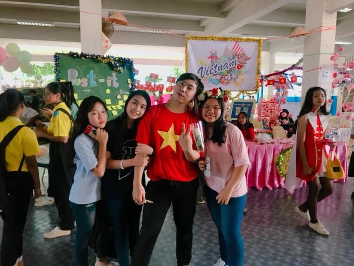 เยาวชนไทยกับอาหารและภาษาเวียดนาม - ảnh 2