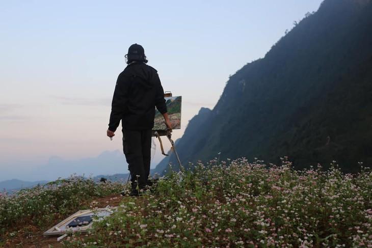 """งานนิทรรศการ """"แสงจากเงา""""-ความงามของเวียดนามจากมุมมองจิตรกรไทย - ảnh 2"""