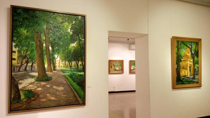 """งานนิทรรศการ """"แสงจากเงา""""-ความงามของเวียดนามจากมุมมองจิตรกรไทย - ảnh 6"""