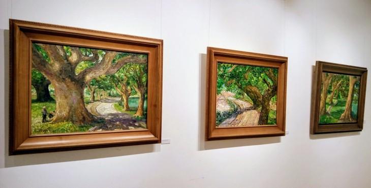 """งานนิทรรศการ """"แสงจากเงา""""-ความงามของเวียดนามจากมุมมองจิตรกรไทย - ảnh 5"""