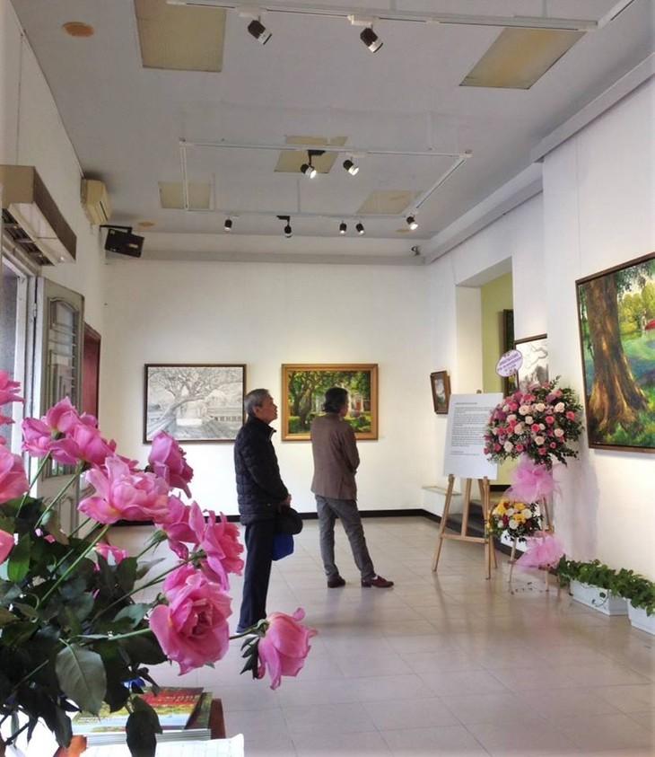 """งานนิทรรศการ """"แสงจากเงา""""-ความงามของเวียดนามจากมุมมองจิตรกรไทย - ảnh 3"""