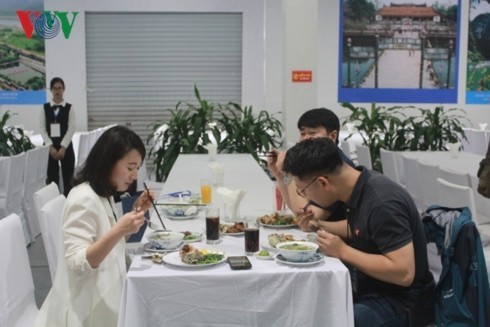 อาหารเวียดนามช่วยส่งเสริมมิตรภาพระดับประชาชน - ảnh 2