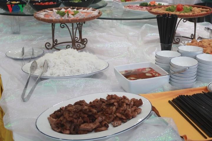 อาหารเวียดนามช่วยส่งเสริมมิตรภาพระดับประชาชน - ảnh 1