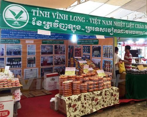 สถานประกอบการเวียดนามกระชับความร่วมมือและประชาสัมพันธ์ผลิตภัณฑ์ ณ ประเทศกัมพูชา - ảnh 1