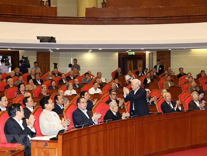 เลขาธิการใหญ่พรรค ประธานประเทศเหงวียนฟู้จ่องเป็นประธานการพบปะกับเจ้าหน้าที่ระดับสูงที่เกษียณอายุราชการ - ảnh 1