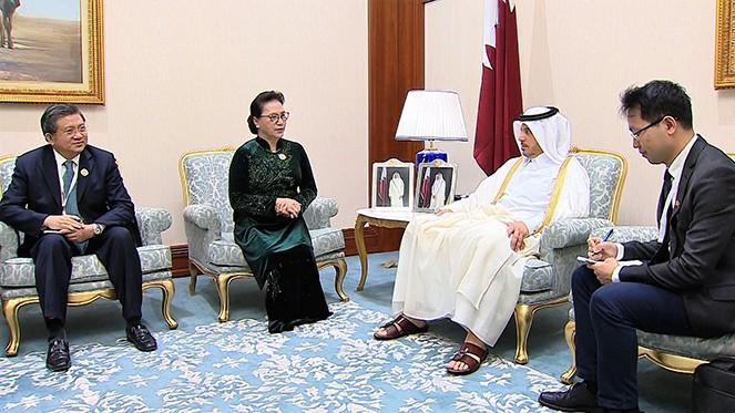 ประธานสภาแห่งชาติเหงวียนถิกิมเงินพบปะกับนายกรัฐมนตรีกาตาร์ Abdullah bin Nasser bin Khalifa Al Thani - ảnh 1