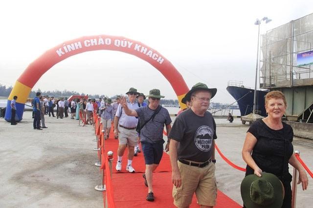 จังหวัดกว๋างจิให้การต้อนรับนักท่องเที่ยวต่างชาติกลุ่มแรกที่มาเยือนโดยเรือสำราญ - ảnh 1
