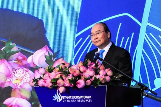 นายกรัฐมนตรีเหงวียนซวนฟุกเข้าร่วมฟอรั่มแหล่งบุคลากรด้านการท่องเที่ยวเวียดนามปี 2019 - ảnh 1