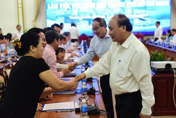 นายกรัฐมนตรีเหงวียนซวนฟุกประชุมกับผู้บริหารนครโฮจิมินห์ - ảnh 1