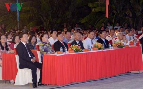 ประธานสภาแห่งชาติเหงวียนถิกิมเงินเข้าร่วมพิธีประกาศเมืองเบ๊นแจเป็นตัวเมืองอันดับ 2 - ảnh 1
