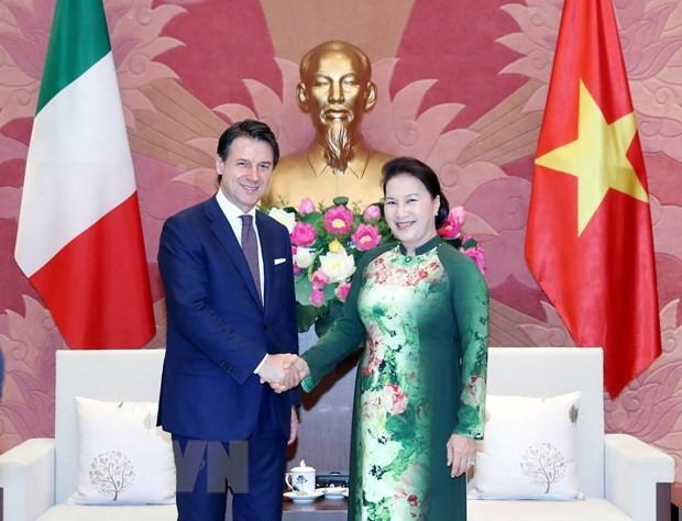 ประธานสภาแห่งชาติเหงวียนถิกิมเงินพบปะกับนายกรัฐมนตรีอิตาลี - ảnh 1