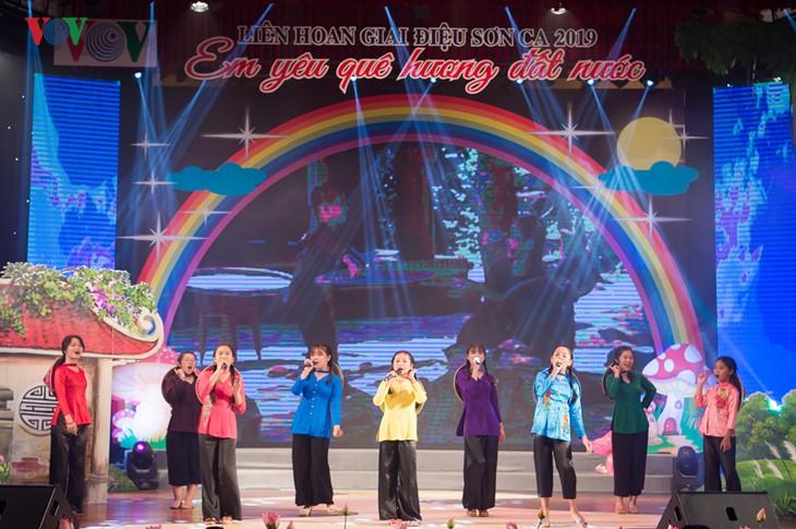 งานมหกรรมการร้องเพลงสำหรับเด็ก – กิจกรรมที่เป็นประโยชน์ด้านดนตรีสำหรับเด็ก - ảnh 2