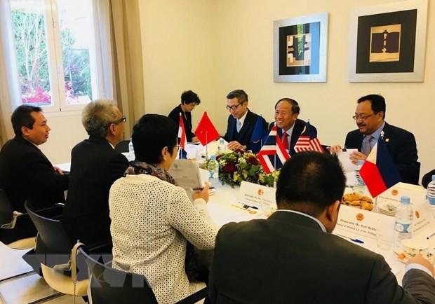 เวียดนามปฏิบัติหน้าที่ประธานคณะกรรมการอาเซียน ณ ประเทศสเปนอย่างลุล่วงไปด้วยดี - ảnh 1