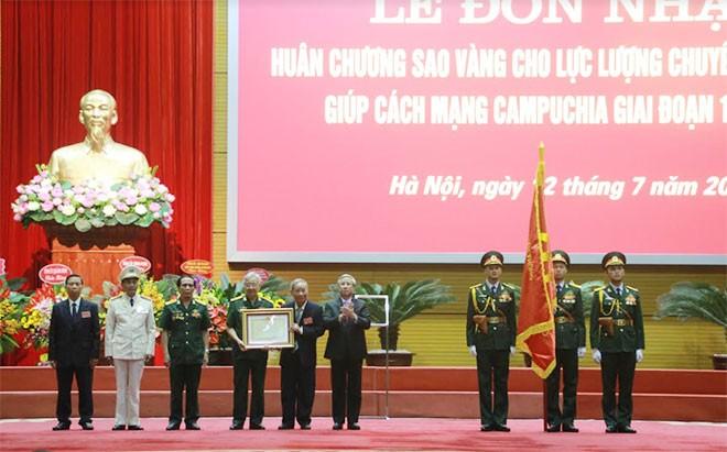 ผู้เชี่ยวชาญเวียดนามกับการปฏิบัติเป้าหมายอันสูงส่งในการช่วยฟื้นฟูประเทศกัมพูชา - ảnh 1